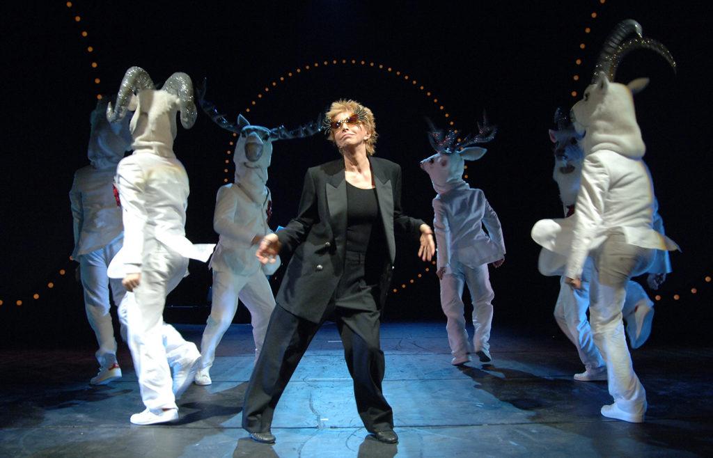Mariangela Melato a teatro con le coreografie di Luca Tommassini