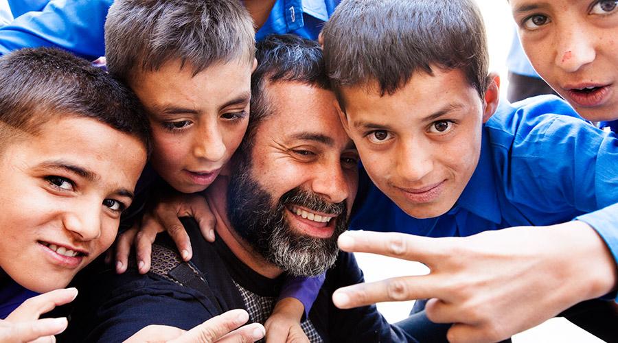 video Luca Tommassini in una scuola a Kabul